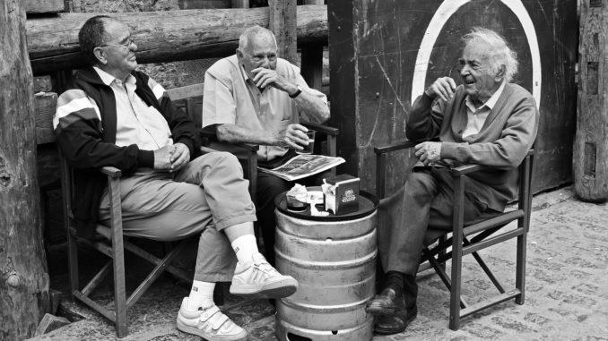 Beliebte Witze unter Senioren - Lachen ist gesund und stärkt